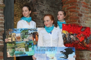 Stewardessen bij de Reis van Sint Brandaan